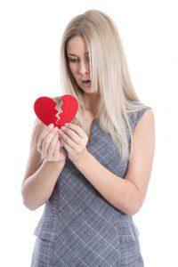 Traurige junge Frau hat Liebeskummer - Teenager isoliert