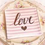 """Torte mit """"Love""""-Aufschrift"""