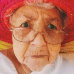 ältere Frau mit Hut